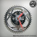 recyclock CWS-005 - falióra újrahasznosított kerékpár alkatrészből, Otthon, lakberendezés, Ékszer, óra, Falióra, Újrahasznosított alapanyagból készült termékek, Ötvös, Egyedi, kerékpár alkatrészekből készített falióra.  A CWS sorozat órái elsősorban a kerékpárok lánc..., Meska