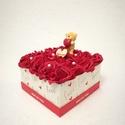 Virágbox Valentin napra , Szerelmeseknek, Csodás örök virágbox a kedvesednek. Szerezz neki meglepetést Valentin napkor egy habrózsából készült..., Meska