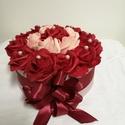 Örök rózsa virágbox, Dekoráció, Esküvő, Szerelmeseknek, Csokor, Késztermék, azonnal szállítható! Habrózsából kézsült virágbox, dekortű díszítéssel, szalaggal átkötv..., Meska