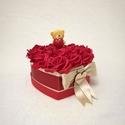 Szeretlek virágbox, Szerelmeseknek, Dekoráció, Csokor, Késztermék, azonnal szállítható! Habrózsából kézsült virágbox. Kitűnő örök ajándék a kedvesednek. Vö..., Meska