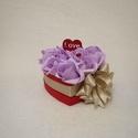 Lila csoda virágbox, Dekoráció, Szerelmeseknek, Esküvő, Ünnepi dekoráció, Csodás örök virágbox a kedvesednek, anyukádnak, barátodnak. Szerezz neki meglepetést Valentin napkor..., Meska