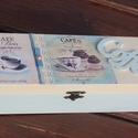Kávés, vagy kávékapszulás doboz.   :-), Otthon, lakberendezés, Tárolóeszköz, Kávés doboz, süti díszítéssel.  :-) A fa dobozt vaj és halványkék színnel festettem, a tet..., Meska