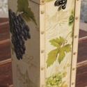 Boros doboz, rusztikus és elegáns.   :-), Férfiaknak, Hagyományőrző ajándékok, Sör, bor, pálinka, Konyhafőnök kellékei, Decoupage, transzfer és szalvétatechnika, Festett tárgyak, Boros doboz, ínycsiklandó szőlő motívumokkal. :-) A fa dobozt bézs színnel festettem, szalvétával d..., Meska