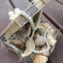 Egyedi asztaldísz, kagylókkal, gyöngyökkel, arannyal.... :-), Dekoráció, Otthon, lakberendezés, Asztaldísz, Virágkötés, Nőies nyári asztaldísz a tenger kincseivel. :-) A dobozt festettem, tengeri mintával dekopázsoltam ..., Meska