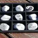 9 db-os, feliratos kövek, fa tárolóban, transzfer-technikával. :-), Otthon, lakberendezés, Férfiaknak, Esküvő, Decoupage, transzfer és szalvétatechnika, Festett tárgyak, Ebben a dobozban 9 db közepes méretű kavicsot találsz, melyekre egy-egy szép, inspiráló szót írtam,..., Meska