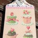 Konyhai dekoráció, szívvel és muffinokkal. :-), Dekoráció, Konyhafelszerelés, Otthon, lakberendezés, Vágódeszka, Decoupage, transzfer és szalvétatechnika, Festett tárgyak, Vágódeszka alapra készítettem egy kedves, édes, muffinos mintát. Sütis szalaggal és csipkével díszí..., Meska