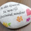 Pedagógusoknak köszönő kő. :-), Követ díszítettem és feliratot tettem rá.  Aj...