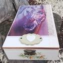 Transzferált ajándékdoboz, lovas mintával.  :-), Pasztell doboz lovakkal. :-) A fa dobozt festettem...