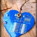 Áramkörből kék szív, Ékszer, óra, Férfiaknak, Medál, Óra, ékszer, kiegészítő, Újrahasznosított alapanyagból készült termékek, Kék színű nyomtatott áramkörből készítettem egy szív alakot, amit színtelen gyantával bevonatoltam...., Meska