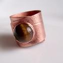 Tigrisszem leveles gyűrű, Ékszer, Gyűrű, 10mm -es tigrisszemet foglaltam be.Hengerelt polírozott antikolt gyűrű vörösrézből.Különleges egyetl..., Meska
