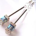 Extravagancia fülbevaló, Ékszer, Fülbevaló, Extravagáns fülbevaló kékesszürke, csillogó  kocka alakú üvegkristályból, szögletes kristályrondellb..., Meska