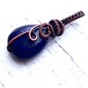 Lapis lazuli medál/ nyaklánc, Ékszer, Medál, Nyaklánc, Lapis lazulit foglaltam be vörösréz dróttal majd antikoltam. A medál akasztóval együtt kb. 3,2 cm. V..., Meska