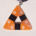 Narancs-fekete háromszögek, Ékszer, óra, Ékszerszett, Fülbevaló, Nyaklánc, Peyote fűzési technikával, apró delica és szalmagyöngyökből készült medálból és fülbevalóból álló eg..., Meska
