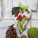 Dekorációs szív, Dekoráció, Karácsonyi, adventi apróságok, Ünnepi dekoráció, Karácsonyi dekoráció, Karácsonyi hangulatú dekorációs szív,magyal mintával. Méret:14 cm., Meska