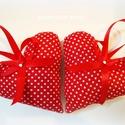 Dekorációs szívek, 2 db, Otthon & lakás, Dekoráció, Ünnepi dekoráció, Dísz, Szerelmeseknek, Két darab dekorációs szívet varrtam piros, fehér kispöttyös pamutvászonból, melyet szalag masnival é..., Meska