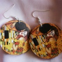 Klimt - Csók fülbevaló, Ékszer, óra, Ékszertartó, Decoupage, szalvétatechnika, Ékszerkészítés, Klimt Csók c. alkotását ábrázoló fülbevaló. 3 mm préselt fa alapra dekupázs technikával készítettem..., Meska
