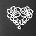 hajócsipke szív, Dekoráció, Esküvő, Dísz, Esküvői dekoráció, Horgolás, Csipkekészítés, Fehér csipke szív. Mérete: 7x6cm. Nagyon vékony cérnából készült, aprólékos kidolgozású, igazán kül..., Meska