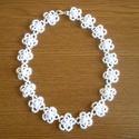 Fehér hajócsipke virágokból készült nyaklánc, Fehér pamutcérnából készült dupla virágokat...