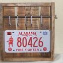 Amerikai tűzoltó rendszám táblás fali kulcstartó !, Otthon, lakberendezés, Férfiaknak, Tárolóeszköz, Steampunk ajándékok, Famegmunkálás, Fémmegmunkálás,       Amerikai tűzoltó rendszámtáblás fali kulcstartó !  Méretek :szélesség 35 cm                ma..., Meska