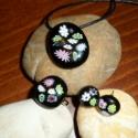 virágos üvegmedál, Fekete muránói üvegre színes millefiori virág...