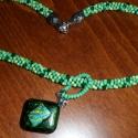 smaragd csillogás, Ékszer, Medál, smaragdzöld csillogó üvegre aranyos kékes zöldes csíkokban vibráló dichroic üveget olvaszto..., Meska