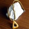 karamell háromszög, Ékszer, Medál, Üvegművészet, Csomózás, Fekete alapra karamelles színű üvegeket olvasztottam háromszög alakban. Az üveg olvadás közben szab..., Meska