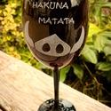 Hakuna Matata borospohár, Férfiaknak, Sör, bor, pálinka, Legénylakás, Konyhafőnök kellékei, Üvegművészet, A minta kézi gravírozással készült.  Űrtartalom: 3dl, Meska
