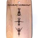 Holiday Workout vágódeszka, Férfiaknak, Konyhafőnök kellékei, Legénylakás, Sör, bor, pálinka, Famegmunkálás, Pirogravírozott vágódeszka.  Mérete: 23x15 cm, Meska