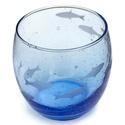 Akvárium, Férfiaknak, Horgászat, vadászat, Hagyományőrző ajándékok, Legénylakás, Kézi gravírozott halakkal díszített buborékos üvegpohár. Szín: kék Űrtartalom: kb 3,4 dl  ..., Meska