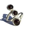 Gránát gyűrű, Ékszer, Esküvő, Esküvői ékszer, Gyűrű, A gyűrű 8 és 6 mm-es gránát ásványgyöngyök és ezüstözött drót felhasználásával kés..., Meska