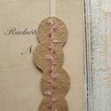 Hímzett könyvjelző, Mindenmás, Naptár, képeslap, album, Könyvjelző, Varrás, Kézzel hímzett, gyapjúfilcből készült gumis könyvjelző. A gyapjúfilc hossza 14,5 cm, a gumiszalag 1..., Meska