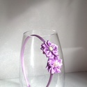 Lila virágos hajpánt, Ruha, divat, cipő, Hajbavaló, Hajpánt, Ezt a lila virágos hajpántot szatén szalagból készítettem kanzashi technikával. A virág köz..., Meska