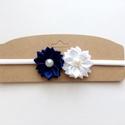 Fehér és sötétkék (tengerész) virágos hajpánt, fejpánt, Ruha, divat, cipő, Hajbavaló, Hajpánt, Varrás, Ékszerkészítés, Ezt a virágos hajpántot (fejpánt) szatén szalagból készítettem. A virágok közepén gyöngy található...., Meska