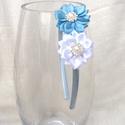 Kék és fehér virágos hajpánt, Ruha, divat, cipő, Hajbavaló, Hajpánt, Ezt a kék és fehér virágos hajpántot szatén szalagból készítettem kanzashi technikával. A ..., Meska