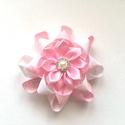 Fehér és rózsaszín virágos hajcsat szalagból , Ruha, divat, cipő, Hajbavaló, Hajcsat, Ezt az aranyos virágos hajbavalót szalagból készítettem, 4,5 cm-es aligátor hajcsatra helyeztem el. ..., Meska