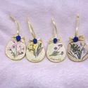 Fa húsvéti tojás szett (4db) virág motívummal, Dekoráció, Dísz, Ünnepi dekoráció, Húsvéti apróságok, Decoupage, szalvétatechnika, Festett tárgyak, Fa alapra szalvétatechnikával díszített tojás szett. Szaténszalaggal és gyöngytollal dekorálva. Aka..., Meska