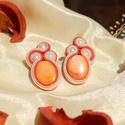 Narancs sujtás fülbevaló, Ékszer, Fülbevaló, A fülbevaló középpontját egy gyönyörű, narancsszínű kagyló alkotja, amelyet kisebb, cseh golyógyöngy..., Meska