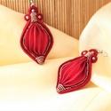 Vörös-bronz sujtás fülbevaló Shibori selyemmel, Ékszer, Esküvő, Fülbevaló, Esküvői ékszer, A fülbevaló egy tűzpiros színű, kézzel festett és harmonikaszerűen hajtogatott 100% selyem köré épül..., Meska