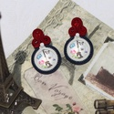 France sujtás fülbevaló, Ékszer, Fülbevaló, Ez az apró fülbevaló egy francia tematikájú üveglencse köré épült fel, mi másban, mint a francia zás..., Meska