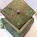 Ékszeres dobozka, Dekoráció, Festett tárgyak, Fenyő alapanyagból készült ékszeres dobozka. A dobozt natúrként vásároltam. Pentart dekor paint fes..., Meska