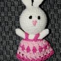 Húsvéti horgolt nyuszik, Baba-mama-gyerek, Játék, Gyerekszoba, Plüssállat, rongyjáték, Kézzel horgolt tündéri nyuszikák . Különböző színben és ruhával. 18 cm magasak.  , Meska