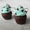 Menta muffin, Ékszer, Mindenmás, Fülbevaló, Mentás, habos csokis muffin, csokicsillagokkal megbolondítva, nem csak ínyenceknek!  Mérete: kb. 2 c..., Meska