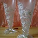 Esküvői pohár, Esküvő, Esküvői dekoráció, Nászajándék, Esküvői pohár (párban)  Elegáns szabad kézzel festett, fehér csipkemintával, selyemszalaggal, gyöngy..., Meska