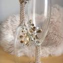 Pezsgős pohár páros 1., Esküvő, Nászajándék, Esküvői dekoráció, Pezsgős pohár páros, strassz kövekkel és arany körömlakkvirágokkal díszítve.  6200.- ft/ 2 db Luxust..., Meska