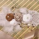 Esküvői, menyasszonyi öv, Esküvő, Hajdísz, ruhadísz, Esküvői ékszer, Esküvői dekoráció, Hófehér marabu toll, egyedi csipke, szatén rózsa, apró porzós organza virág, tekla gyöngyök díszítik..., Meska