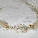 Golden Lady- menyasszonyi, alkalmi hajdísz hajpántszerűen, konty alá vagy fölé is , Esküvő, Dekoráció, Hajdísz, ruhadísz, Esküvői dekoráció, Arany színű drótra dolgozott hajdekoráció. Halvány ekrü tekla gyöngyökkel, különböző méretű akril kr..., Meska