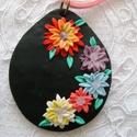 Virágos medál, Ékszer, Medál, Süthető gyurmából egyedi technikával készült medál, fekete alapon színes virágokkal, a virágok közep..., Meska