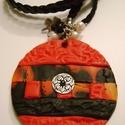 Black-red medálos, Ékszer, Medál, Süthető ékszer gyurmából egyedi technikával készült medál, hátlapja piros. Díszítése tenyésztett gyö..., Meska