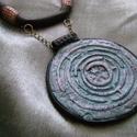 Labirintus nyaklánc, Ékszer, óra, Medál, Süthető ékszer gyurmából készült medál lánccal. A medál átmérője 6,5 cm. A hossza lánccal együtt 34 ..., Meska