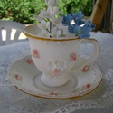Tortadísz - teás csésze és tányérka, Dekoráció, Esküvő, Dísz, Smartflex cukormasszából készítettem a bögrét és a tányérkát is. A mézeskalácsoknál használatos írók..., Meska